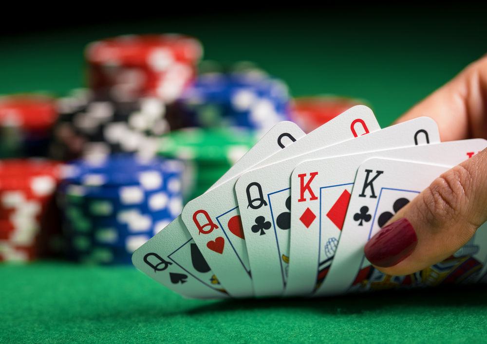 Situs Judi online: Why people should gamble?